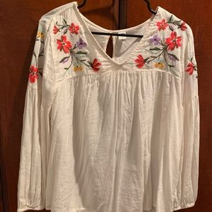 White and floral detailed blouse